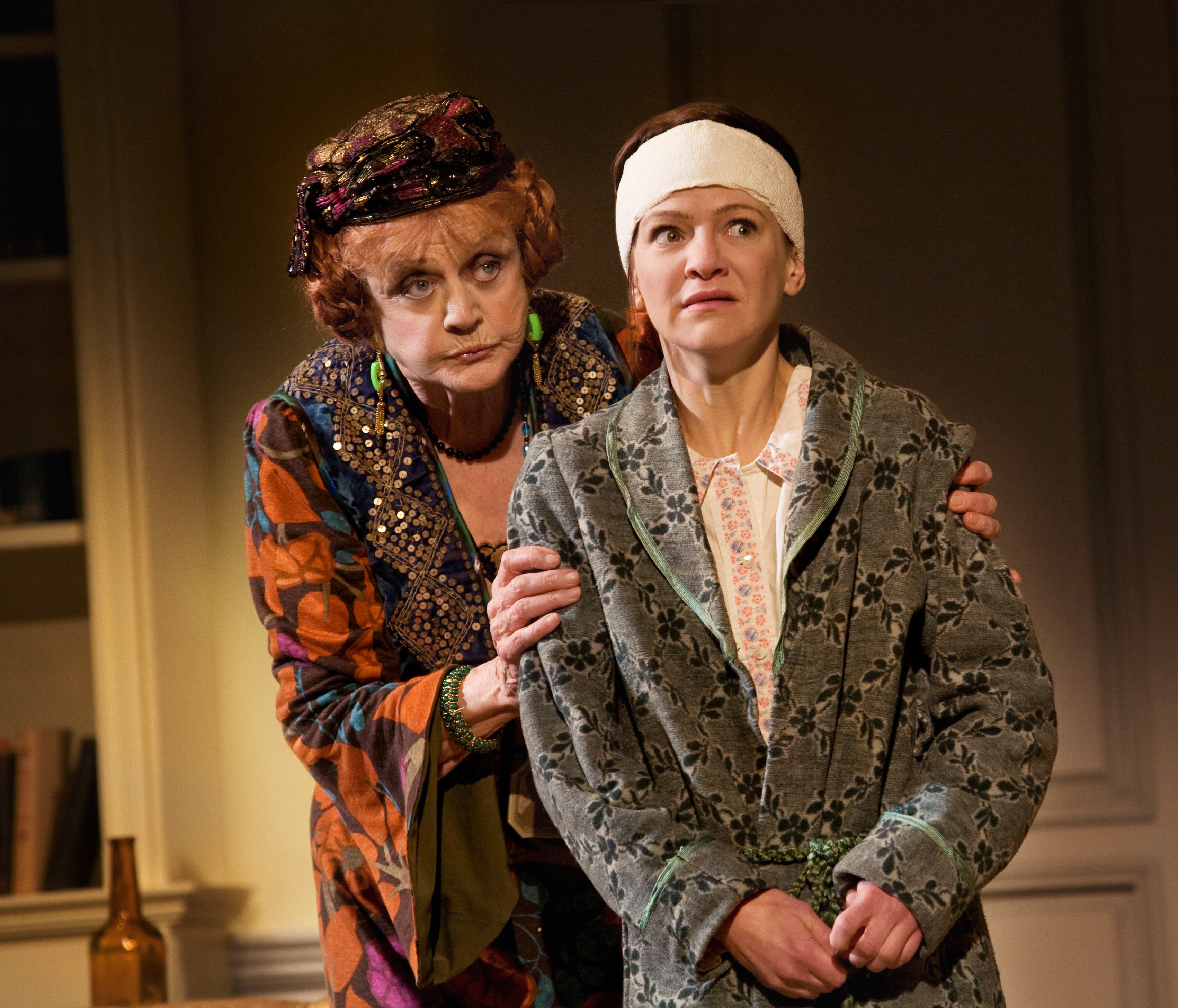 Review: Lansbury brings grace and charm to Coward's classic 'Blithe Spirit'  – Bay Area Plays